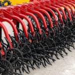 Dodatna oprema in rezervni deli za traktorje